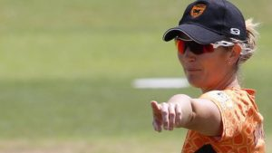 Super League: Charlotte Edwards falls first ball but Southern Vipers win