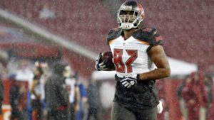 Buccaneers swiftly cut tight end Austin Seferian-Jenkins after reported DUI