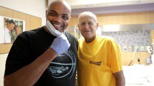 Charles Barkley defies own doctor, visits Craig Sager in hospital