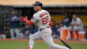 Yoan Moncada's rough week continues with baserunning miscue