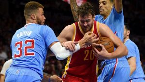 Motiejunas' agent says talks with Rockets lagging