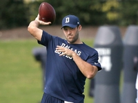 Tony Romo (limited) practices for Dallas Cowboys