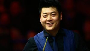 English Open: Liang Wenbo beats Judd Trump to win his first ranking title