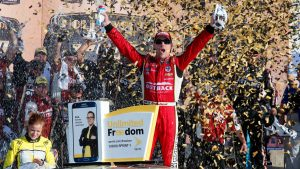 Updated NASCAR Sprint Cup Chase standings after Kevin Harvick's win at Kansas