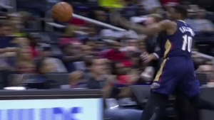 WATCH: Hawks coach Mike Budenholzer leaves game after collision