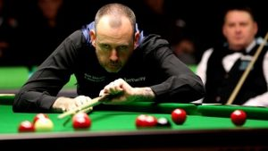 UK Championship 2016: Mark Williams beats Jason Weston in first round