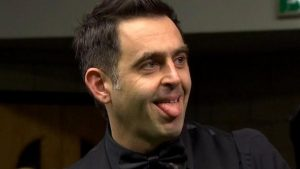 UK Championship 2016: Ronnie O'Sullivan pots two flukes