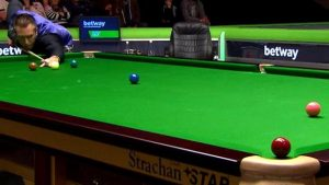 UK Championship 2016: Dominic Dale misses easy red against Shaun Murphy