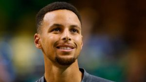 Stephen Curry spends off day visiting 7-year-old fan with leukemia in the hospital