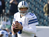 Tony Romo enters game for Cowboys vs. Eagles