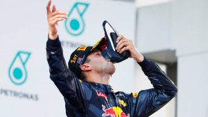 Happy New Year 2017: Drink the F1 Daniel Ricciardo way