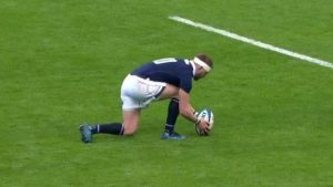 Watch: Russell's bizarre missed conversion