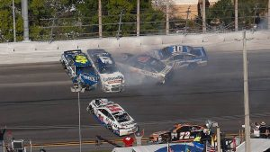 NASCAR's 5-minute crash clock tested at Daytona 500
