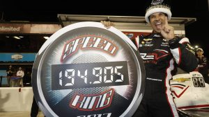 Helio Castroneves sets Phoenix IndyCar record in qualifying