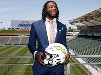 L.A. Chargers sign first-round pick Mike Williams