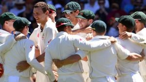 Australian cricketers 'could strike' over contracts
