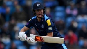 One-Day Cup: Yorkshire fight back to earn victory over Leicestershire
