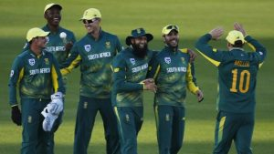South Africa v Sussex: Quinton de Kock hits 104 as tourists win first warm-up game
