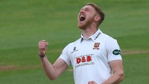 Essex v Hampshire: Visitors struggle with bat on day two
