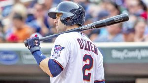 Fan nearly hits Brian Dozier while throwing back home run ball, gets ejected