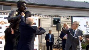 Statue should be holding a beer – All Blacks legend Meads