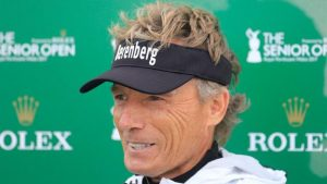 Langer leads by one shot at  Senior Open