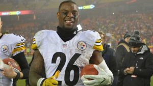 Le'Veon Bell says he rejected Steelers' offer because he didn't want to devalue RBs