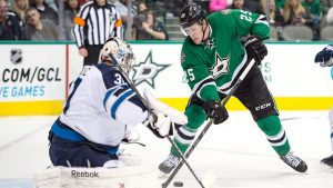 Stars re-sign winger Ritchie for 2 years, $3.5M