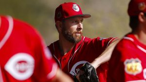 Reds RHP Feldman goes on DL with knee injury