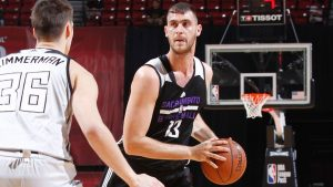 Kings' Papagiannis helped off court after fall
