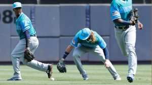 The Mariners become the first team to commit five errors in one inning since 1977