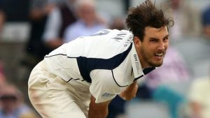Steven Finn: Middlesex tie England pace bowler to new contract