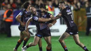 Super League semi-final: Luke Gale's dramatic drop-goal sends Castleford into Grand Final