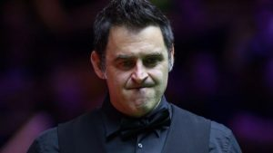 English Open: Ronnie O'Sullivan overcomes injury and progresses in Barnsley