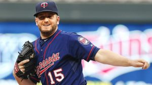 Twins decline '18 option for reliever Perkins