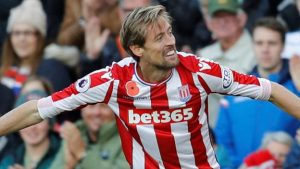 Crouch header secures point for Stoke against Leicester