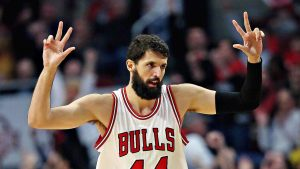 Bulls' Mirotic shows up for 1st game since fight