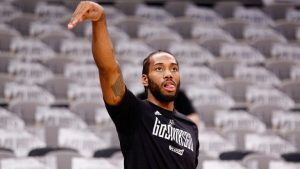 Kawhi Leonard injury is an issue that Gregg Popovich has never come across before