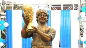 Maradona statue provokes mirth on social media