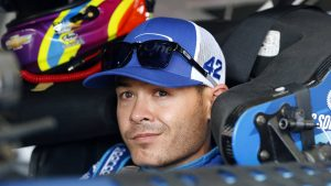 NASCAR star Kyle Larson to become sole owner of his World of Outlaws team in 2018