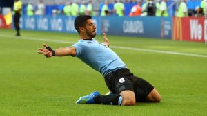 Suarez sparks Uruguay win over Russia