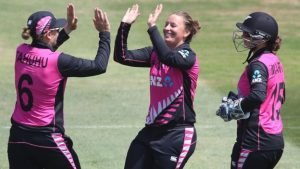 NZ beat South Africa to set up women's T20 final with England