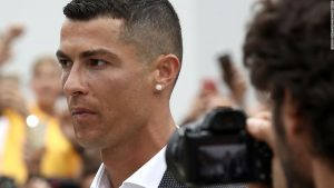 Ronaldo arrives to crowd fanfare at Juventus