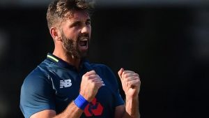 England bowler Plunkett to join Surrey from 2019