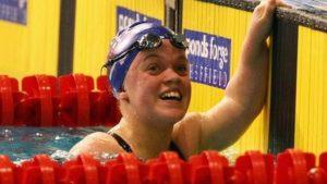 Simmonds breaks 200m world record