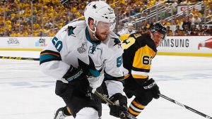 Tierney re-signs with Sharks after career season